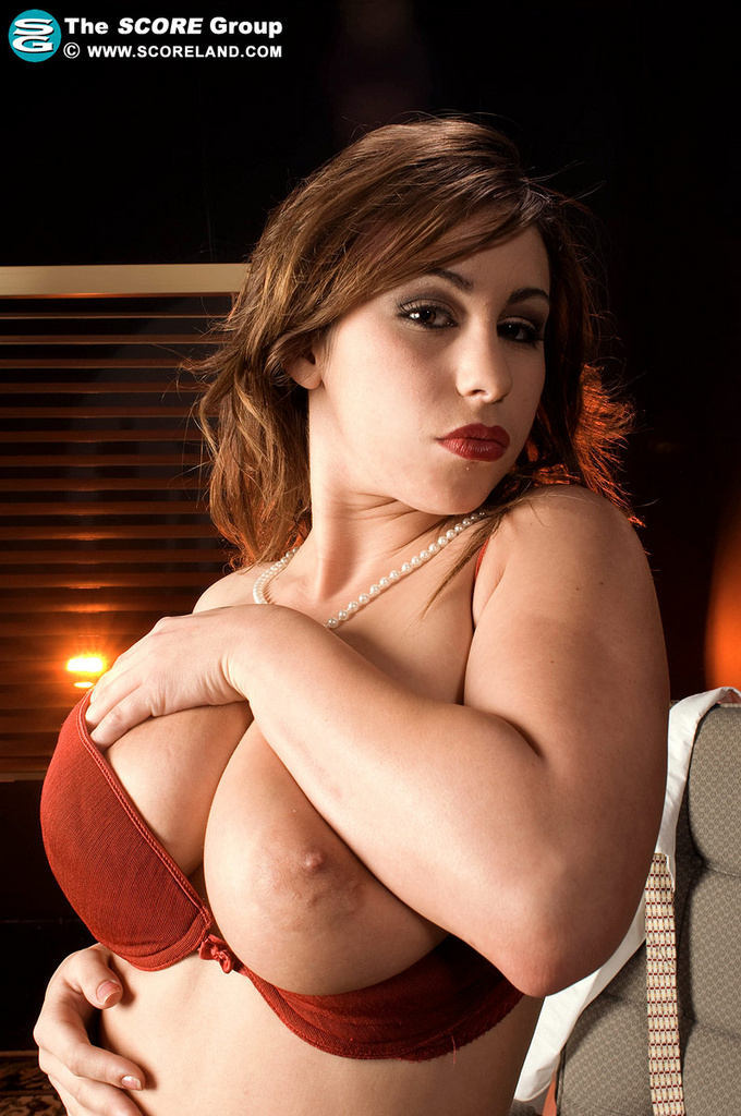 Shady Dame Tits 38