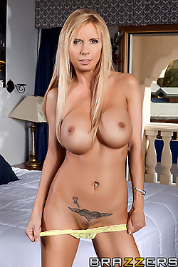 Brooke Tyler seducing the lucky private detective