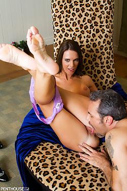 Jennifer Dark wraps her juicy pussy around a cock