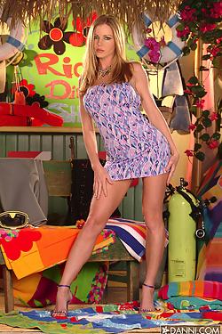 Amber Michaels removes her polkadot bikini in the beach house