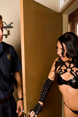 Brooklyn Jade gets serviced by two hard cocks