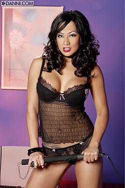 Gianna Lynn peels off her sexy black lingerie
