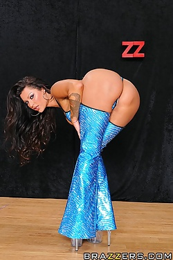 Nikita Denise gets her tight ass fucked in the club