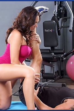 Holly West gets her ass stretched in the gym