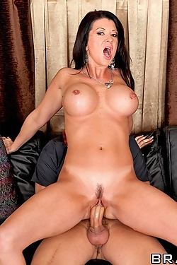 Raquel Devine convinces her new neighbor to screw her