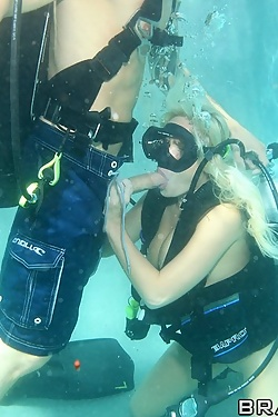 Angelina Ash fucking under water while scuba diving