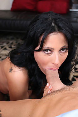 Zoey Holloway gets on her knees to worship his hard shaft
