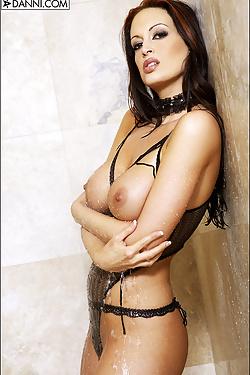 Nikki Nova Wet Lace In The Shower