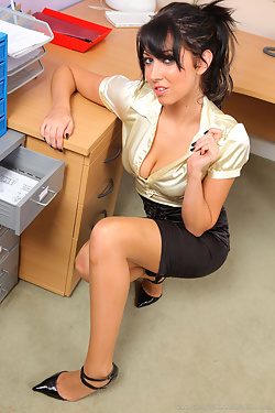 Lexi Lowe Sexy Secretary Bares Natural Bod At The Office