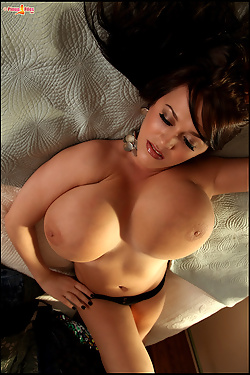 Leanne Crow Brings Her Own Hh Pillows To Bed
