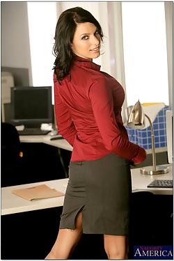 Juelz Ventura Busty Boss Straightens Out Employee