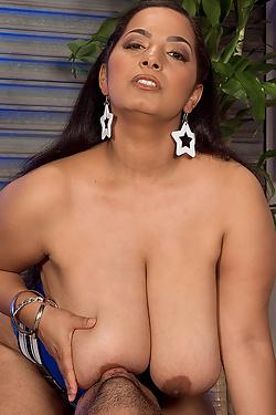 Camelia Davis - Tittie Knockin