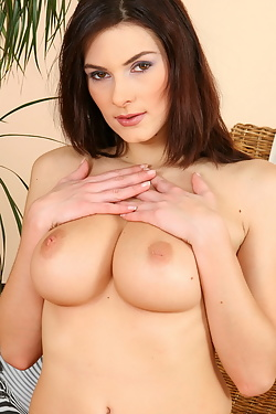 Anita Queen shows you her queen sized tits