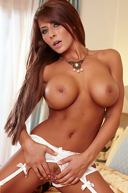 Madison Ivy spices things up when she starts pleasing her clit