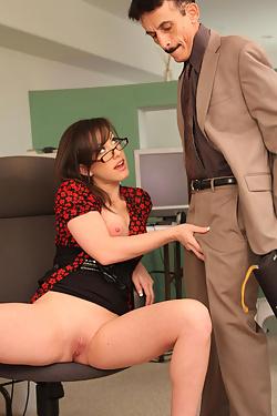 Jennifer White Fucking At The Office